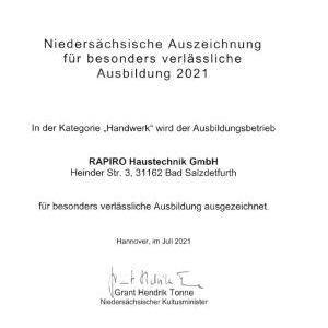 """Kultusminister Tonne verleiht die """"Niedersächsische Auszeichnung für besonders verlässliche Ausbildung 2021"""" an die Rapiro Haustechnik GmbH"""